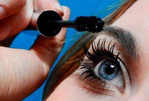 Eyelash Pulling